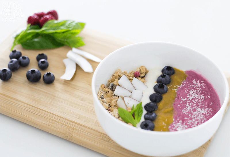 FOOD GUIDE: POWER BREAKFAST – HEALTY & VEGAN FRUIT BOWL