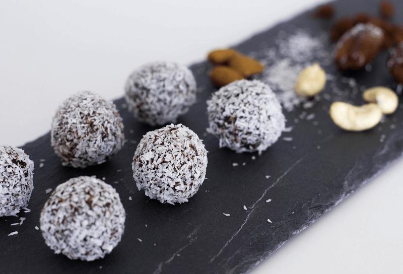 FOOD GUIDE: VEGAN & HEALTHY CHOCOLATE ENERGY BALLS