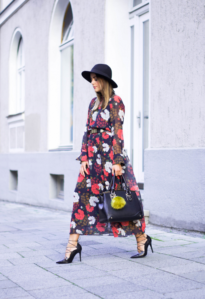 MAXI DRESS WITH FLOWER PRINT, AUTUMN HAT & LACING PUMPS