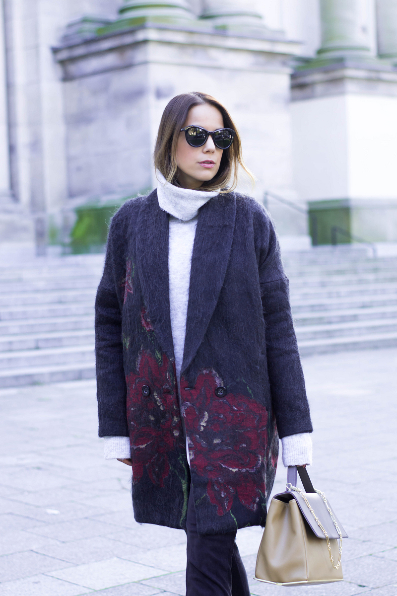 FLOWER PRINT COAT & SNEAKERS WITH FAKE FUR